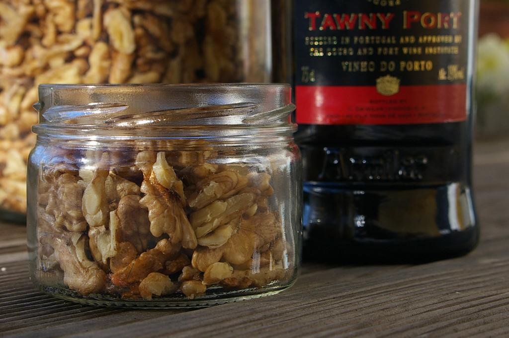 Vyloupanými ořechy naplníme sklenici